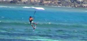 f- Aksi Pemian Kate Surfing