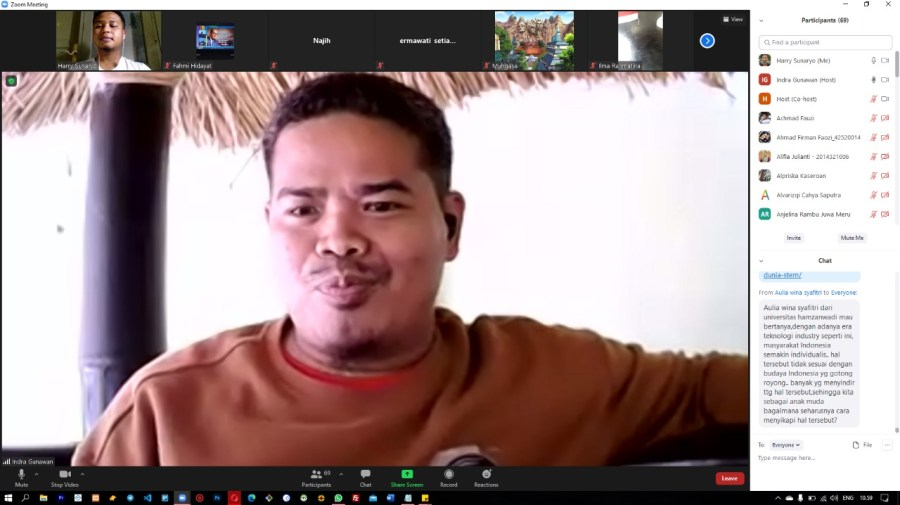 Pak Indra Senyum apa Nangis?