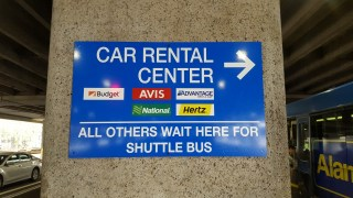 ホノルル空港でのレンタカーの借り方