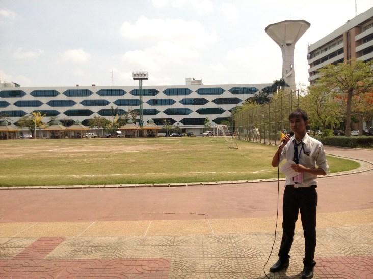 Stang sebagai pemandu dari Thammasat University