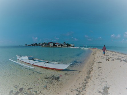 One of the isolated coastal fishing communities found along the Danajon Bank. Image copyright Dan Bayley