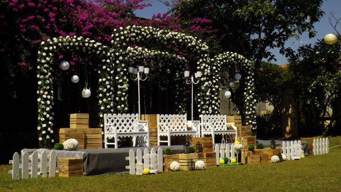 I wedding bandung invitationjpg towers garden wedding decoration by sheraton bandung hotel junglespirit Images