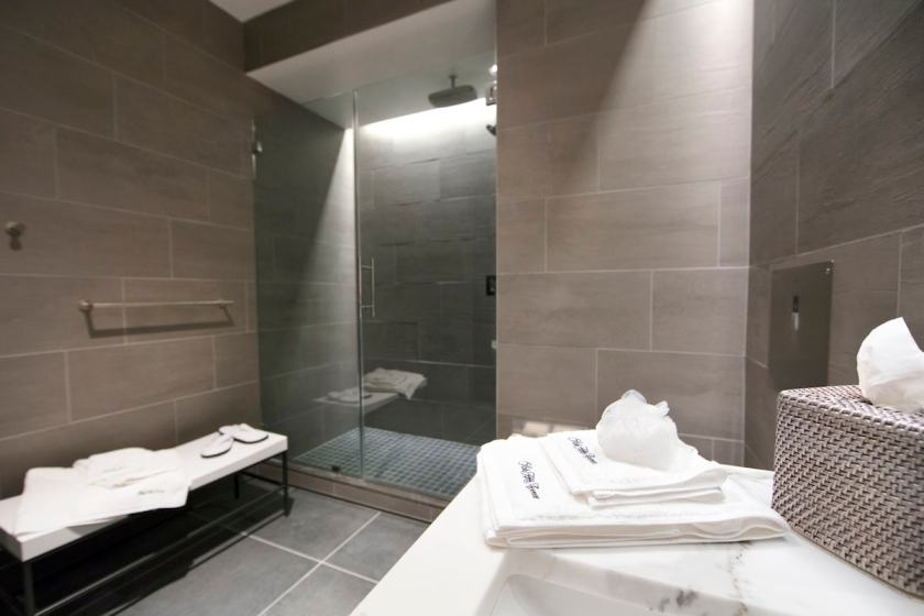 United Polaris Lounge Shower Suite Newark Liberty International Airport (Image Credit: United Airlines)