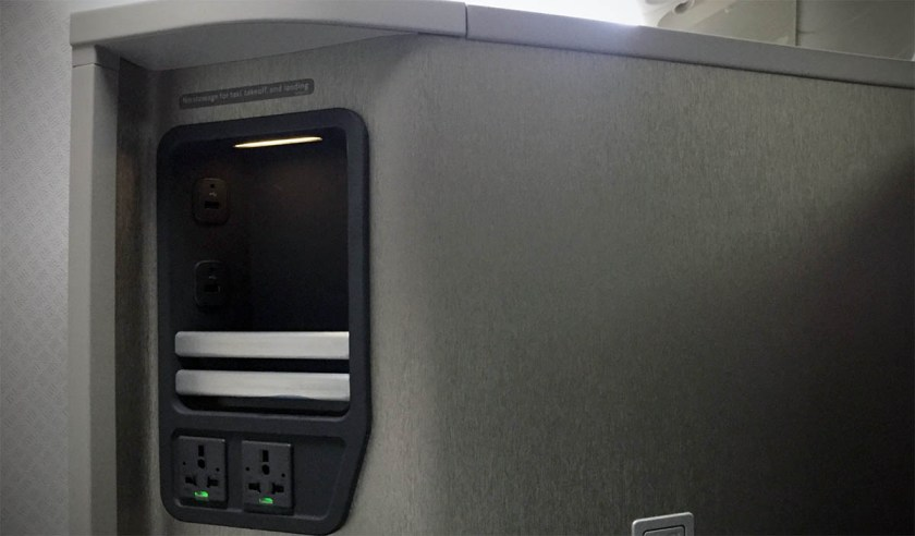 American Airlines Boeing 777-200 Business Class Seat Power