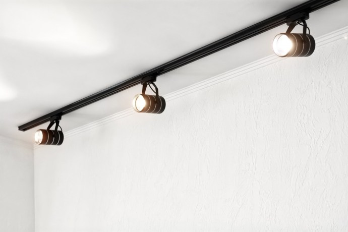 Spotlights under the ceiling on the wall. Track LED-lighting system