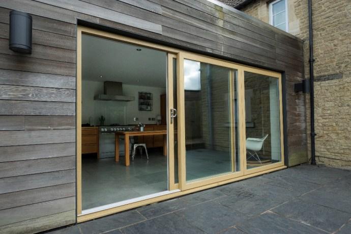 Wood and glass slidding doors. Stone patio.