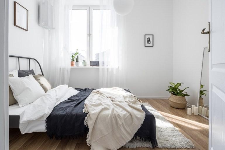 Minamilist natural bedroom