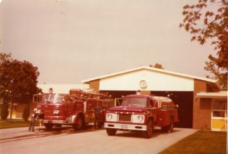 Another Saturday morning ramp shot. This time it is old Station 7. Eng 7 ( 1961 ALF 900 840/300 ) and Tanker 9 ( 1965 Ford/KingSeagrave 625/1500 ) are on the ramp along with a couple of neighborhood kids. June 1976