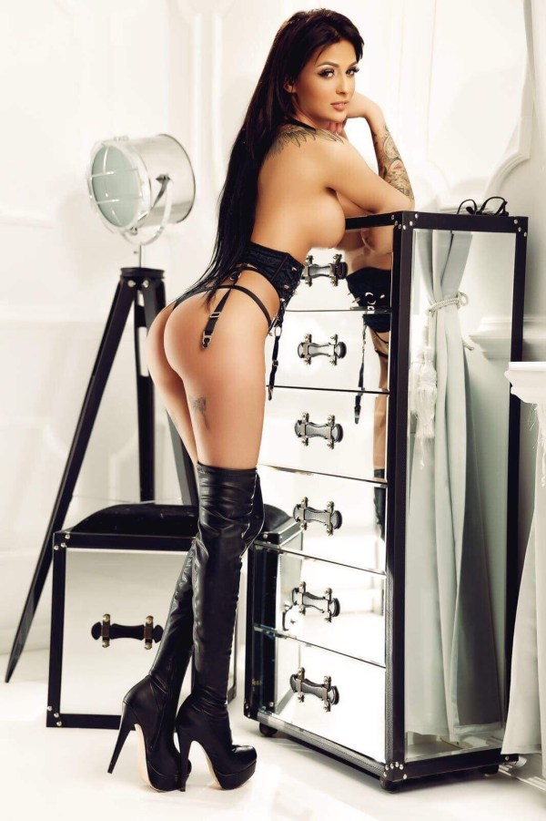 Jacqueline Young Slim and Busty Marylebone Escort