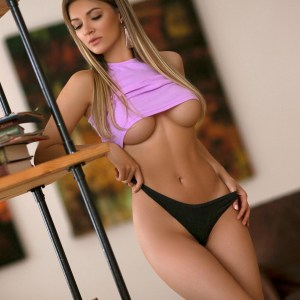 Kelly Busty Kensington Escorts in London