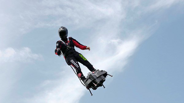 Man attempts to cross the English Channel with flyboard.