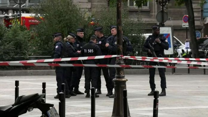 3 Paris police officers gunned down; France