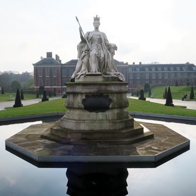 Sculpture of Queen Victoria at Kensington Palace