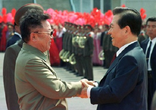Kim Jong-il (left) with Kim Dae-jung