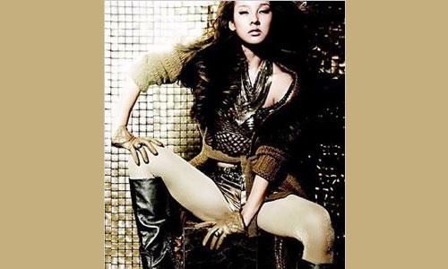 Lee Hyori in gold