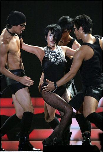 Uhm Jung-hwa's publicity stunt