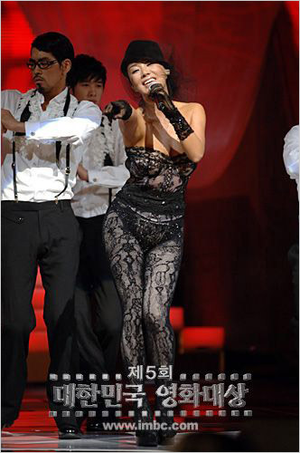Another Uhm Jung-hwa publicity stunt