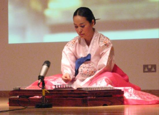 Choi Jin plays Yanggeum