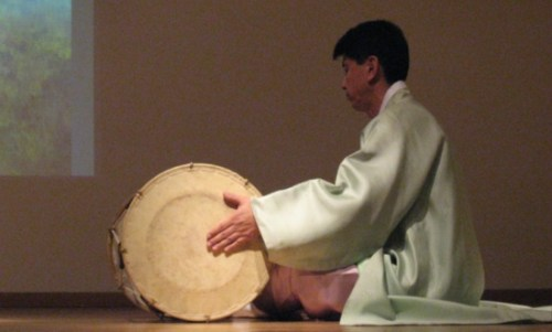 Kim Dong-hyun plays changgo
