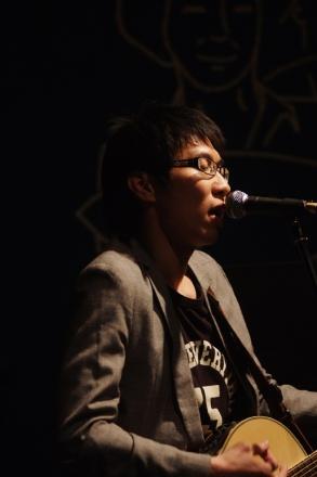 Yong-wook, from Zitten
