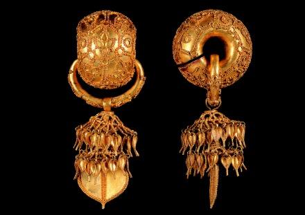 Silla dynasty gold earrings
