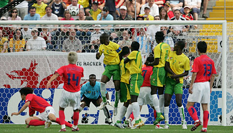 Lee Chun-soo equalises the scores in the 2006 World Cup