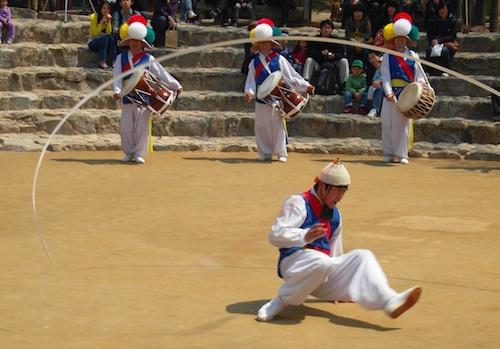 Nongak-style breakdancing