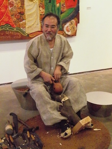 Park Chan-soo with his sculpting tools