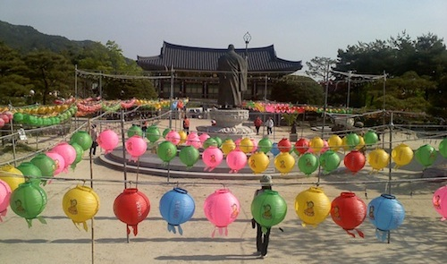 The memorial to Seong Cheol at the time of Buddha's birthday