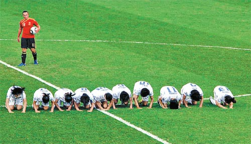 South Korean U-17 female footballers perform a Chuseok bow after equalising against Spain in the semi-finals