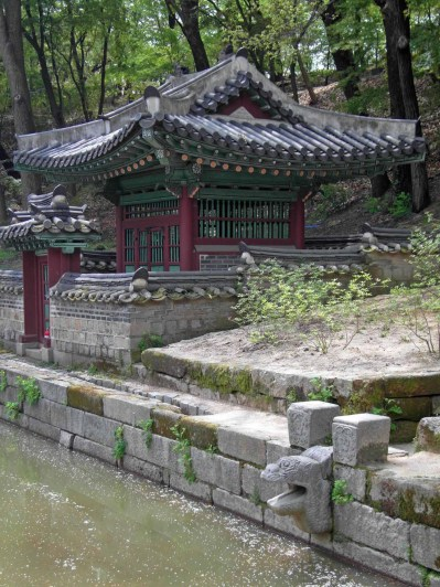 The Buyongji pond: the Sajeonggibigak pavilion
