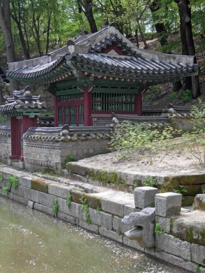 The Buyongji pond: the Sajeonggibigak pavilion