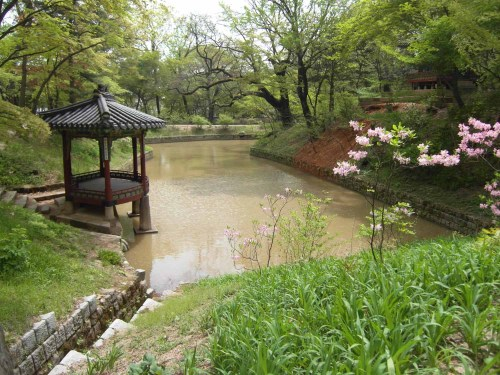 The Gwallamji pond with the Gwallamjeong pavilion