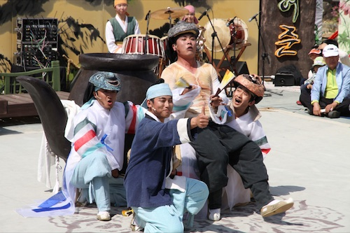 A play celebrating the life of Heo Jun at the Sancheong herb festival