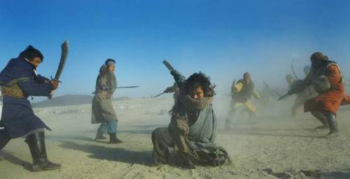 Lee as the one-armed swordsman, somewhere in the Manchurian desert