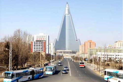 The completed exterior of the Ryugyong Hotel