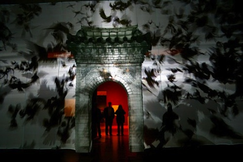 Suh Do-ho: Gate (2011). Crows sequence