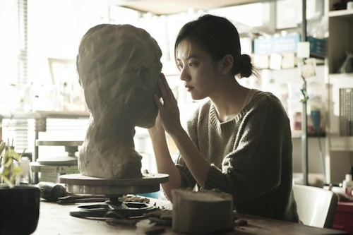 After quitting her job at the call centre, Jeong-hwa discovers a new talent