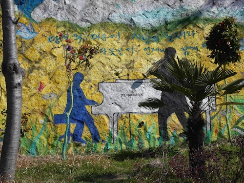 A wall-painting in Dongpirang paying tribute to the Tongyeong International Music Festival