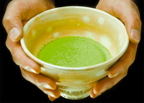 Green tea made out of powder