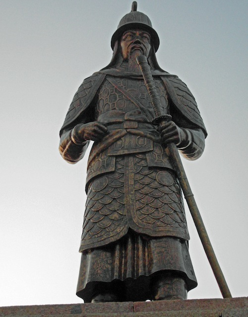 The statue of Chungmugong Yi Sun-shin above the Tongyeong Citizens Art Centre and the Nammandsan Sculpture Park