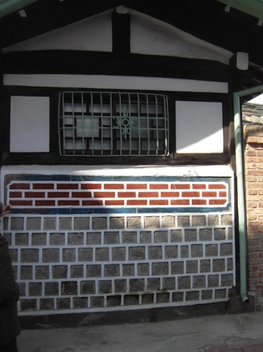A well-renovated hanok wall in the area west of the Gyeongbokgung