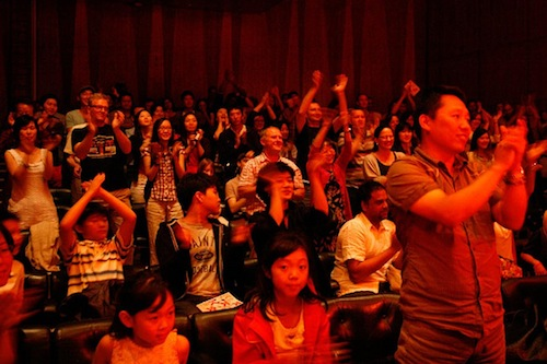 The audience applauds Gong Myoung