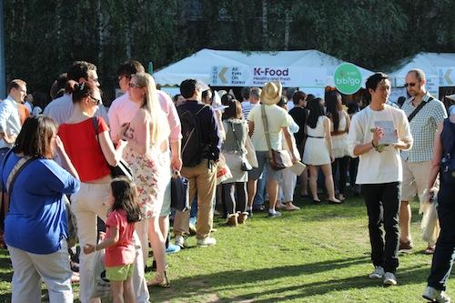 Thames Festival - the queue for the bibimbap