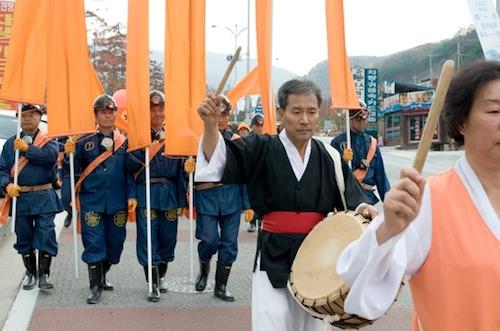 Youngin Hong: Miners' Orange, 2009