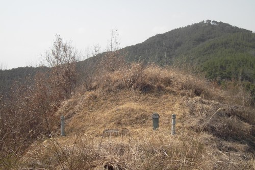 A small Joseon period tomb sits on a much large tumulus from the Gaya period