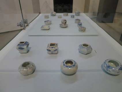 Joseon dynasty powder cases and water droppers