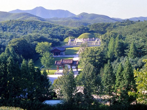 Post image for Photos of King Taejo's tomb in Kaesong