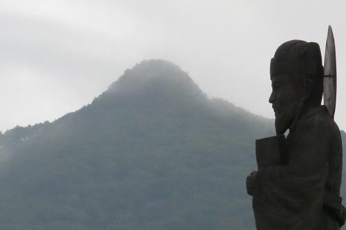 Heo Jun, compiler of the Donguibogam, and Pilbongsan peak in the foothills of Jirisan