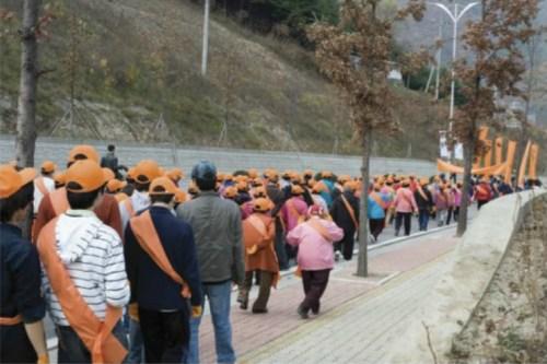 Youngin Hong: Miners Orange (2009)